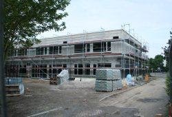 Wird derzeit in Systembauweise errichtet: Erweiterungsbau der Paul-Robeson-Schule. Foto: Ralf Julke