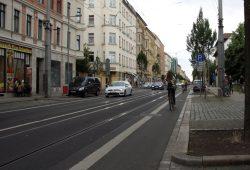 Seit der Schießerei am 25. Juni ist neben einer Dauerpräsenz der Polizei vorerst wieder Ruhe eingekehrt. Alltag auf der Eisenbahnstraße. Foto: L-IZ.de