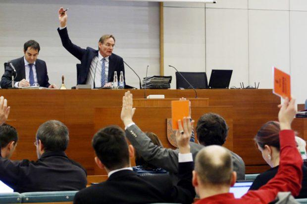 Abstimmung im Leipziger Stadtrat. Foto: L-IZ