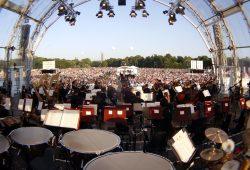 Tausende Leipziger kamen am Freitagabend zu Klassik Airleben. Foto: Alexander Böhm