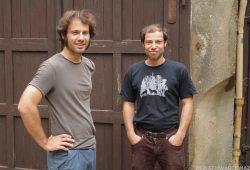 """Tilman und Karl-Friedrich, die beiden Söhne des Jenaer Jugendpfarrers Lothar König und Macher des Kinofilms """"Der schwarze Nazi"""". Foto: Cinemabstruso"""