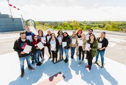 Die angehenden Absolventen freuen sich über ihren gesicherten Berufseinstieg nach Abschluss der Ausbildung. Foto: Klinikum St. Georg