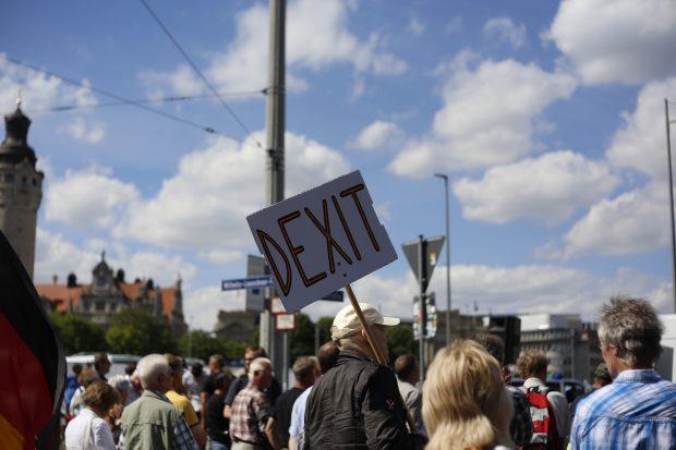 15:40 Uhr: Dexit bei Legida gefordert. Foto: L-IZ.de