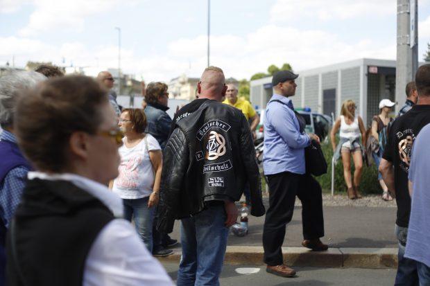 15:40 Uhr: Ob man das bei den einschlägigen Motorradclubs gern sieht? Emblem mit Zivilschutz für Legida - ähnlich einer Rockerkutte. Foto: L-IZ.de