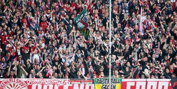 2.500 Fans von RB Leipzig beim letzten Auswärtsspiel der letzten Saison in Duisburg. Foto: GEPA Pictures