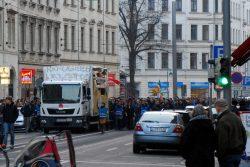 2015 Die GSO schließt sich dem Gegenprotest von NoLegida an. Foto: L-IZ.de