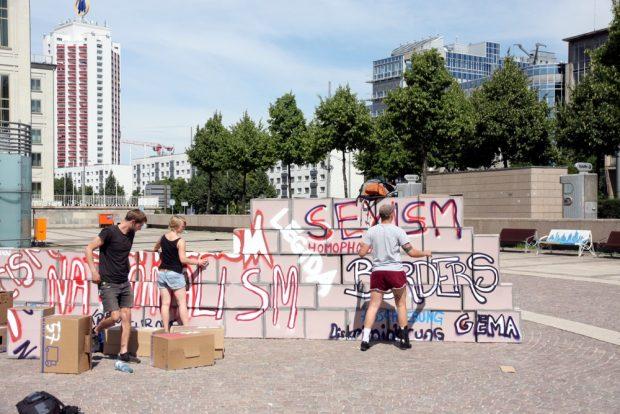 Wie verhext - die Mauer wollte von Beginn an nicht einmal stehenbleiben. Versuch Nummer 1 vor der Ankunft der GSO. Foto: L-IZ.de