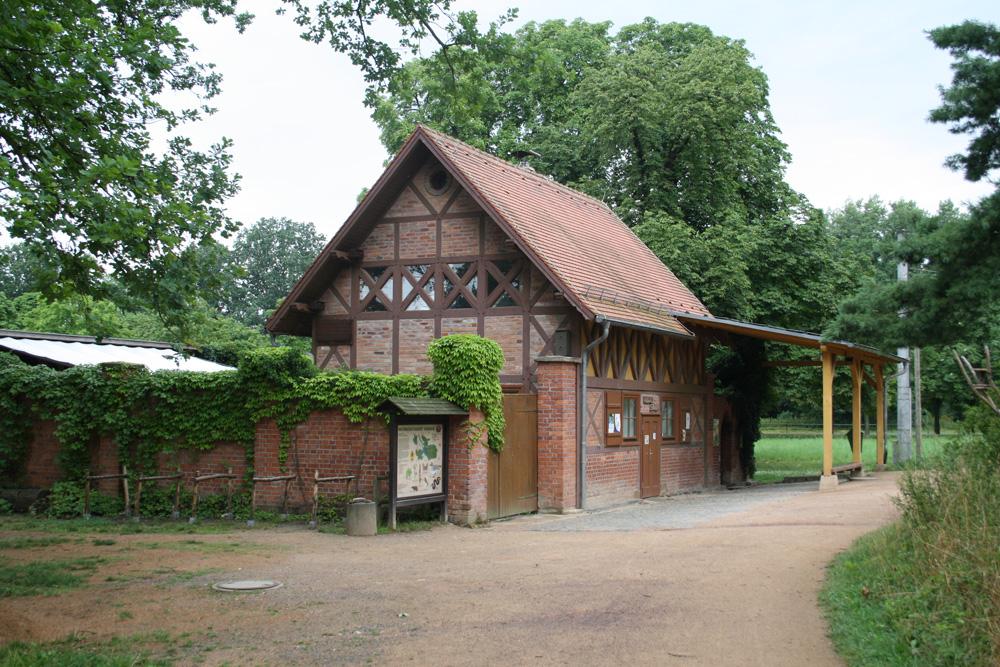 Leseort im Grünen: Die Auwaldstation in Lützschena. Foto: Ralf Julke
