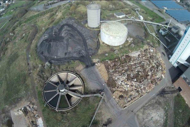 Luftbild des Schlackeberges am Biomassekraftwerk Delitzsch. Foto: DUH, Bürgerverein Sauberes Delitzscher Land