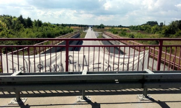 """An der Bornaer Straße aufgrhängt: """"Kasek = Auftragskiller"""". Hetze von Legida-Seite und die Wirkungen ... Foto: Privat"""