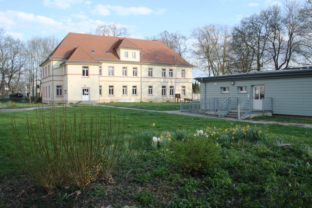 Neben der schon bestehenden Kita Friedrich-Bosse-Straße 19 soll der Kita-Neubau entstehen. Foto: Ralf Julke