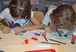 Kinder gestalten ihr eigenes Buch. Foto: Stadtgeschichtliches Museum Leipzig
