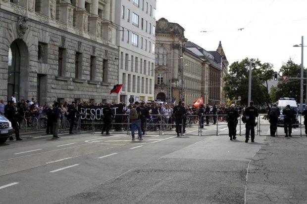 Der Gegenprotest ist gegen 16 Uhr weiter angewachsen. Foto: L-IZ.de