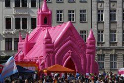 Eine rosa Kirche zierte den Marktplatz.
