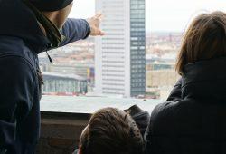 Die Wunderfinder erkunden das Rathaus. Foto: Stiftung Bürger für Leipzig