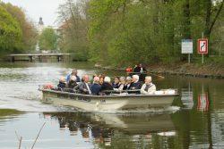 Die beliebten Fahrgastschiffe wird es auf der Weißen Elster auch künftig geben. Foto: Ralf Julke