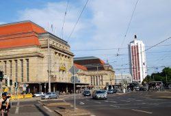 Beliebter Treffpunkt für Legida-Anhänger vor der Demo am Wagner-Platz: Der Hauptbahnhof Leipzig. Foto: L-IZ.de