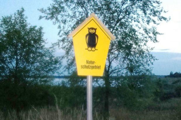 "Hinweiszeichen ""Naturschutzgebiet"" am Werbeliner See. Foto: Hannes Hansmann, NuKLA e.V."