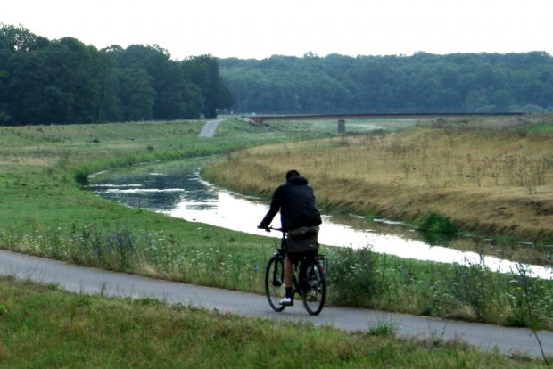 Radfahrer auf dem Elsterradweg. Foto: Ralf Julke