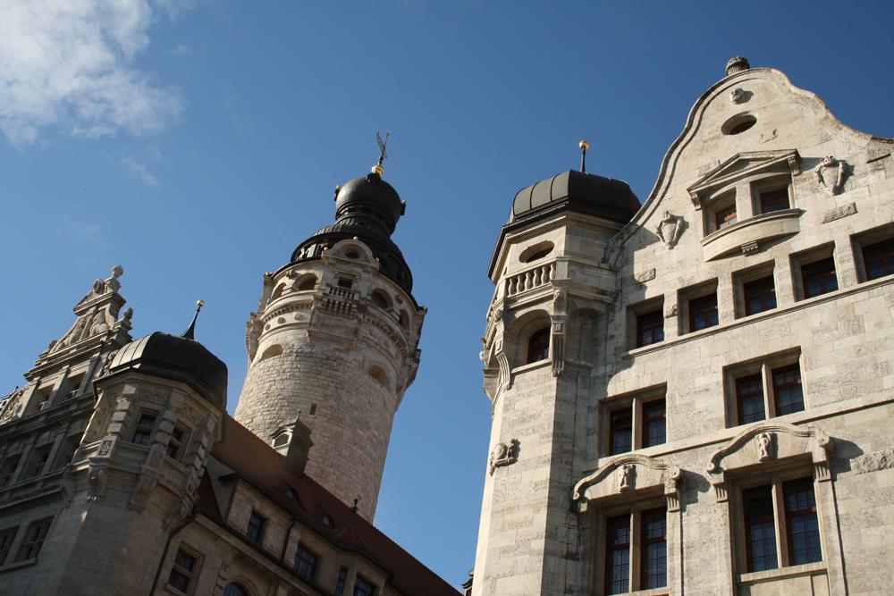 Neues Rathaus und Stadthaus. Foto: Ralf Julke