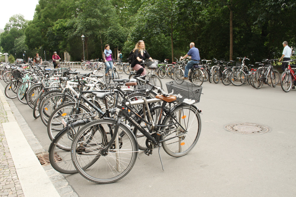 Fahrradbügel in der Schillerstraße. Foto: Ralf Julke