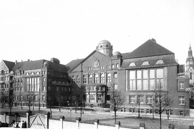 Historische Frontalaufnahme des Leipziger Stadtbads um 1916. Foto: Förderstiftung Leipziger Stadtbad