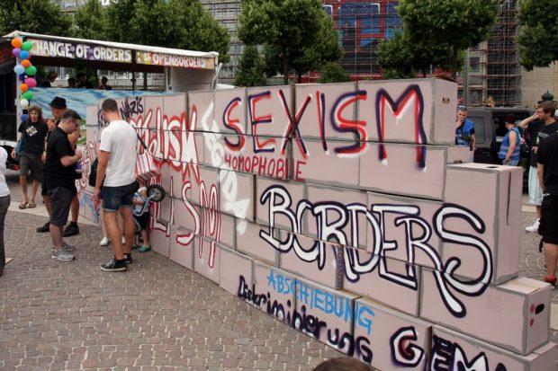 The Wall of Shame steht. Was junge Menschen nicht wollen ... Foto: L-IZ.de
