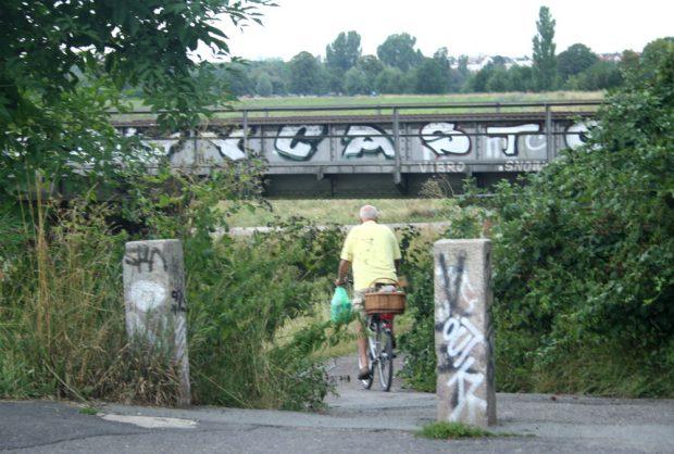 Kopf einziehen! Die Unterführung unter der Bahnstrecke in Möckern. Foto: Ralf Julke