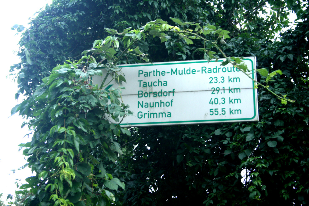 Abzweig auf die Parthe-Mulde-Radroute. Foto: Ralf Julke