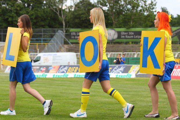 """Ein letztes """"L-O-K"""" der Nummerngirls. 129 Mitglieder stimmten gegen eine Rückkehr. Foto: Jan Kaefer"""