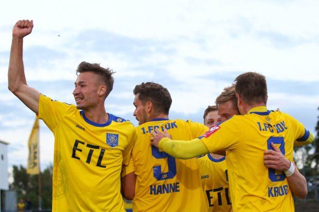 Blau-Gelber Jubel auch gegen Nordhausen: Der 1. FC Lok setzt seine Siegesserie des Vorjahres nahtlos fort. Foto: Jan Kaefer