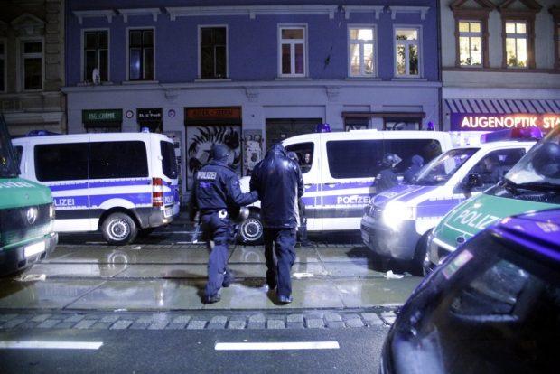 215 Personen wurden am 11. Januar 2016 noch am Tatort in Gewahrsam genommen. Foto: L-IZ.de
