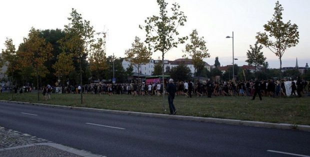 Die Demonstration auf dem Rückweg nach Connewitz. Unterdessen konzentriert sich die Polizei auf den Kohlrabizirkus. Foto: L-IZ.de