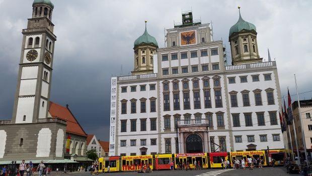 Das Augsburger Rathaus wird gerade saniert. Sieht man oder sieht man nicht? Foto: M. Hofmann