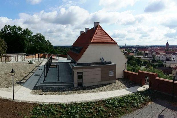 Die neue Außenanlagengestaltung auf dem Eilenburger Burgberg. Foto: Stadt Eilenburg