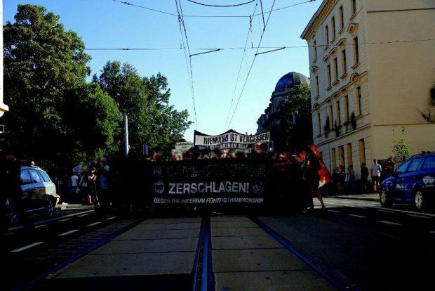 "Demo ""Rechte Strukturen zerschlagen"" beim Start. Foto: L-IZ.de"