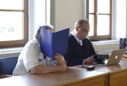 Der Angeklagte Gerhard M. und Strafverteidiger Stefan Costabel. Foto: Alexander Böhm