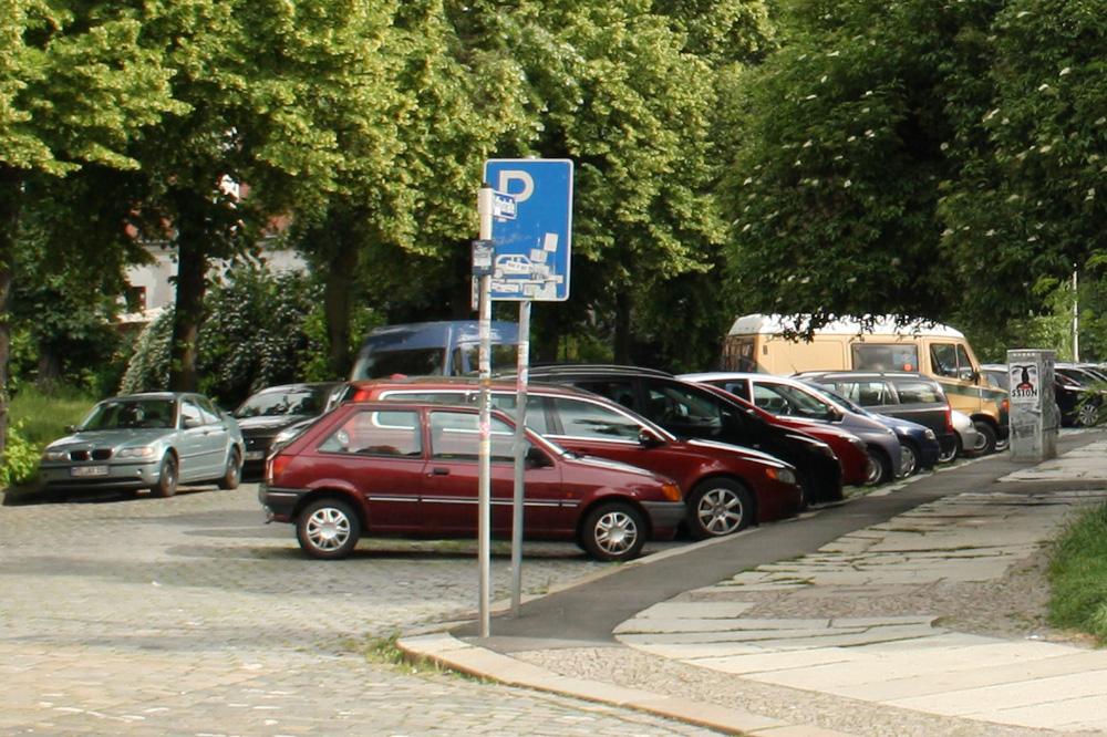 Auch tagsüber sind Leipzigs Straßen zugeparkt. Foto: Ralf Julke