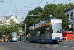 Die Linie 14 am Felsenkeller. Foto: Ralf Julke