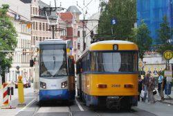 LVB-Straßenbahnen in der Lützner Straße 2011. Foto: Ralf Julke