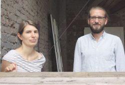 Anke Laufer und Mathias Baudenbacher organisieren mit einem Team die 7. Nacht der Kunst auf der Georg-Schumann-Straße. Foto: Daniel Thalheim