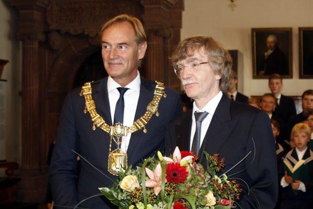Oberbürgermeister Burkhard Jung (l.) führt den neuen Thomaskantor Gotthold Schwarz offiziell ein. Foto: Alexander Böhm