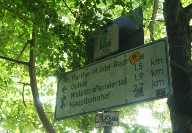 Wegweiser kurz vor der Waldstraße. Foto: Ralf Julke