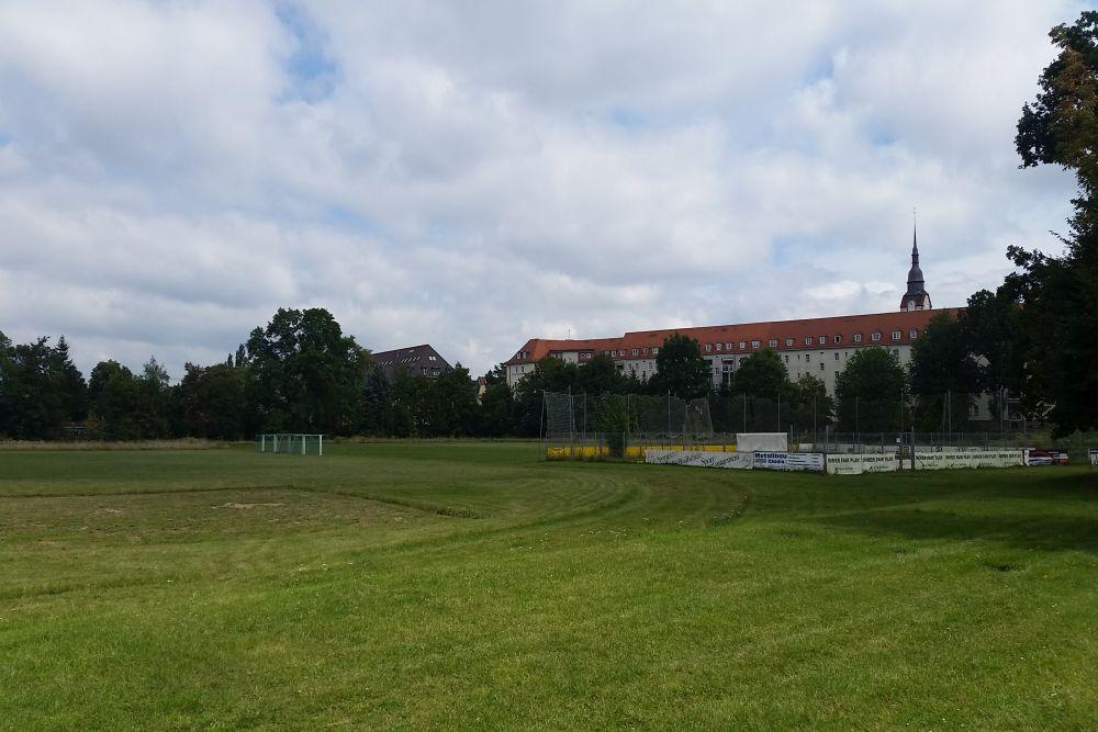 Über zwei Rasenplätze, einen Basketball-, zwei Tennisplätze und Beachvolleyballplätze verfügt die Sportanlage in der Teichstraße. Foto: M. Hofmann