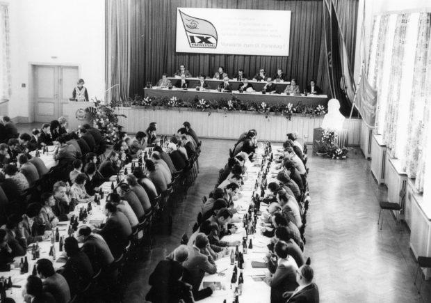 Festveranbstaltung im Kinosaal 1976 mit Stasi-Chef Erich Mielke. Foto: Bürgerkomitee Leipzig