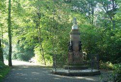 Das Zöllnerdenkmal im Rosental. Foto: Ralf Julke