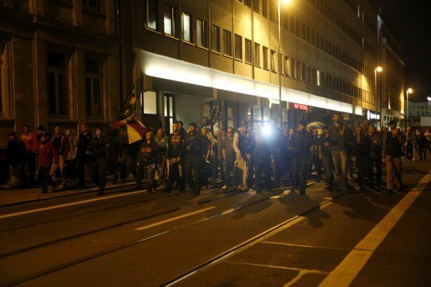 20:42 Uhr: Legida leuchtet sich nach Hause. Foto: L-IZ.de