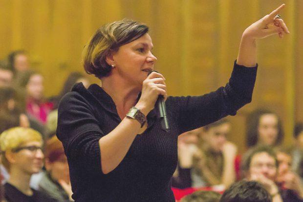 Regisseurin Claudia Bauer während der Probe. Foto: Rolf Arnold