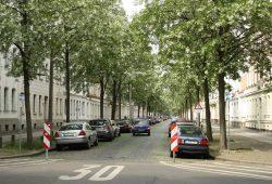 Es geht auch ohne Gehwegparken: Brockhausstraße in Schleußig. Foto: Ralf Julke