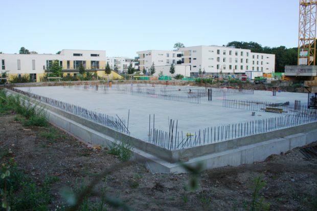 Der Bau der Sportoberschule in der Goyastraße hat im Frühjahr endlich begonnen. Foto: Ralf Julke